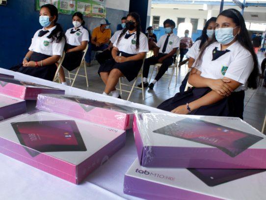 ¡Llegan las tabletas! Para estudiantes de Panamá Centro, San Miguelito, Panamá Este y Oeste