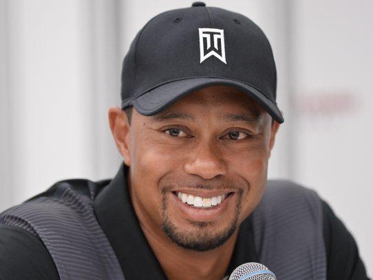 Tiger Woods salió del hospital ayer y se recupera en su hogar