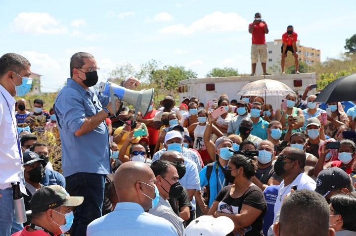 Paredes presenta a invasores del Nicolás Solano alternativa de lotificación con 450 metros titulados