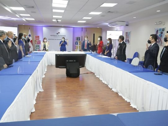 Realizan primera sesión extraordinaria del Consejo Nacional de la Etnia China
