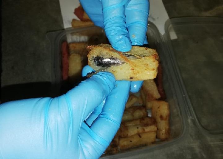Mujeres  intentan introducir droga en yuca frita y galletas en La Nueva Joya