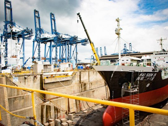 Doce empresas interesadas en operar el Astillero de Balboa