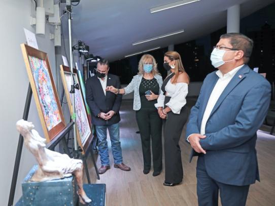 Presentan colectiva de nueve artistas panameñas