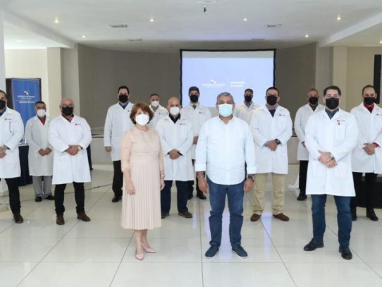 Minsa reconoce la labor de los 230 médicos cubanos que apoyaron en pandemia