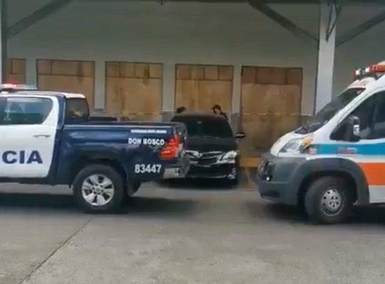 Asesinan  a un hombre a plena luz del día en el centro comercial Los Pueblos