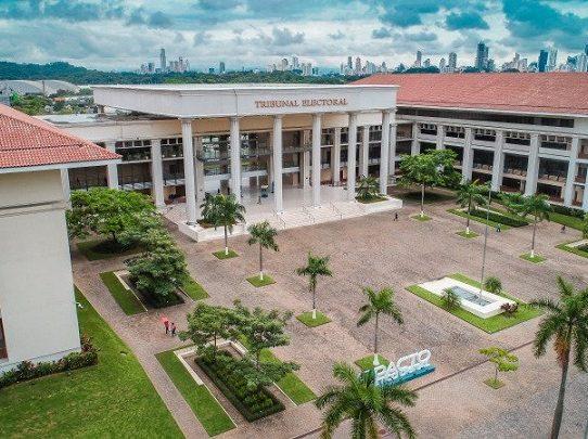 TE: Más panameños se registran en los colectivos políticos
