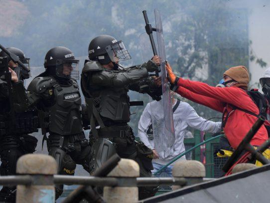 """Duque anuncia que """"modernizará"""" la policía de Colombia, cuestionada por abusos de DDHH"""