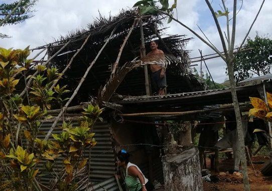 Fuertes vientos arrasaron con vivienda, el Miviot les construirá una nueva