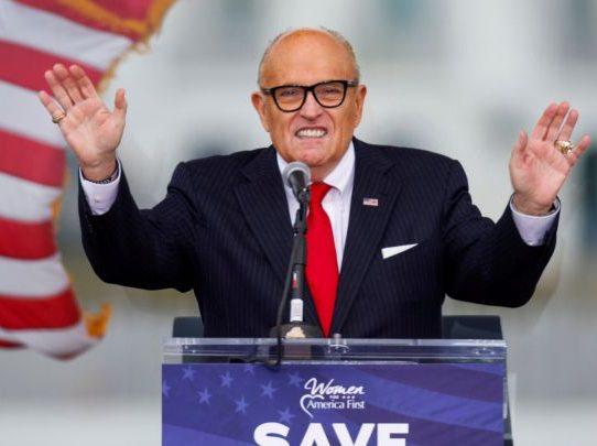 El FBI allana el apartamento de Rudy Giuliani en Nueva York