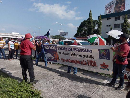 Se reporta protesta frente a la sede del MIVIOT