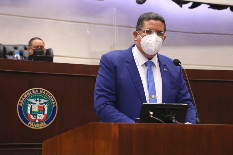 Ministro Pino presenta proyecto que crea legislación sobre bienes ilícitos