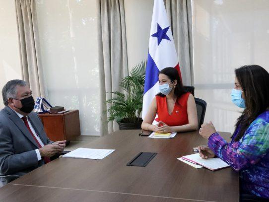 Vicecanciller panameña sostiene reunión con embajador de México
