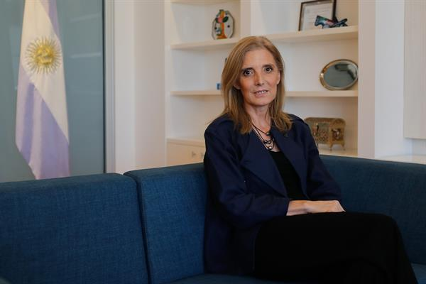 La presidenta de Télam considera que la intoxicación informativa amenaza la libertad de prensa