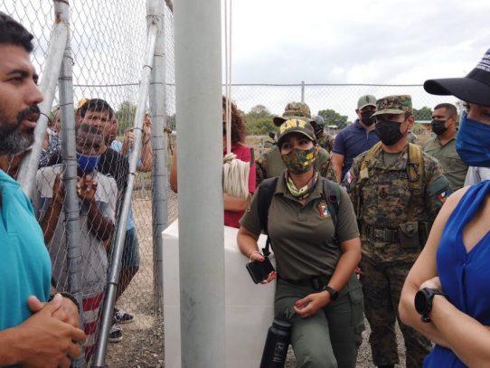 Canciller palpa de cerca situación de migrantes en vísperas de reunión con Colombia