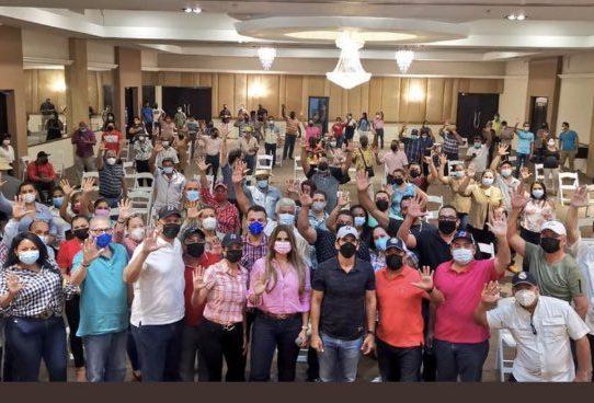 Rómulo Roux se reúne con dirigentes y convencionales de Los Santos