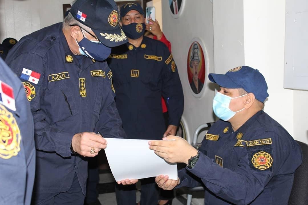Entregan reconocimiento a 21 bomberos que se acogen a jubilación
