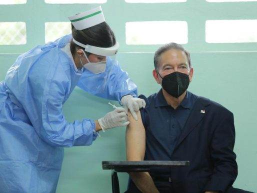 Presidente Cortizo recibió segunda dosis de vacuna contra coronavirus