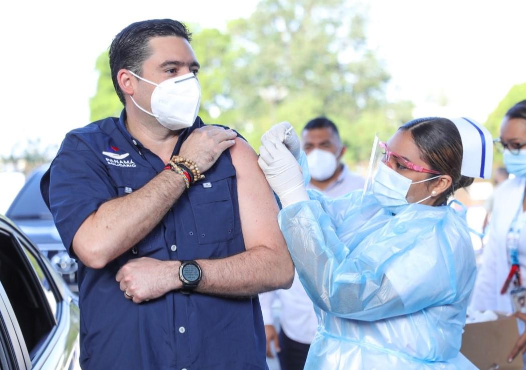 El vicepresidente Carrizo inició proceso de inmunización con AstraZeneca en Panamá