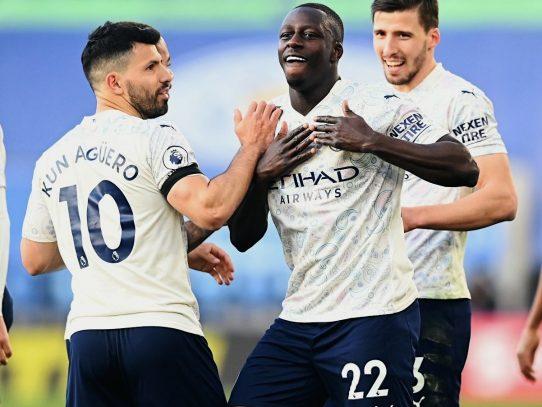 City se pasea ante Leicester, primera derrota del Chelsea en la 'era Tuchel'