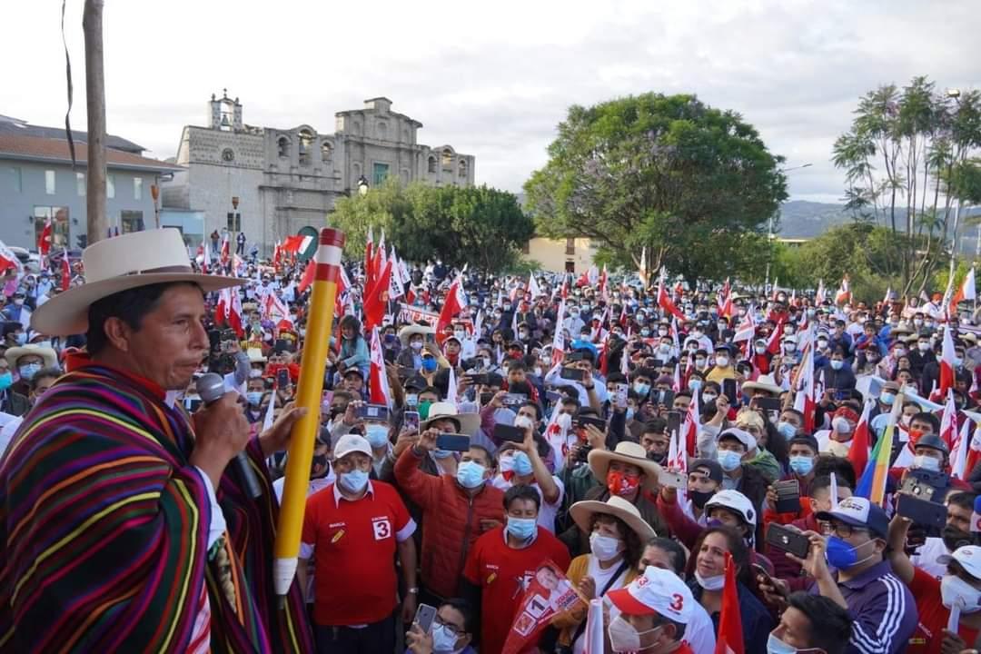 Comienza conteo de votos en Perú, sondeo da primer lugar a izquierdista Castillo