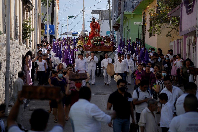 Los mayas tzotziles celebraron su procesión de Jueves Santo pese a la pandemia