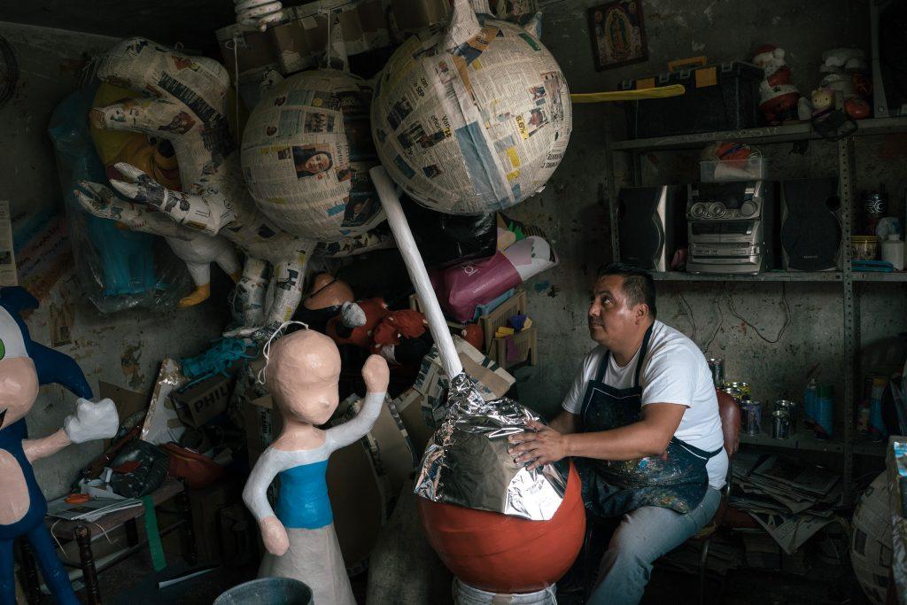 ivan mena, piñata