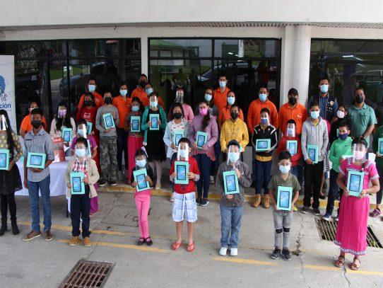 +Móvil: apoyo a la educación y cierre de la brecha digital en Panamá