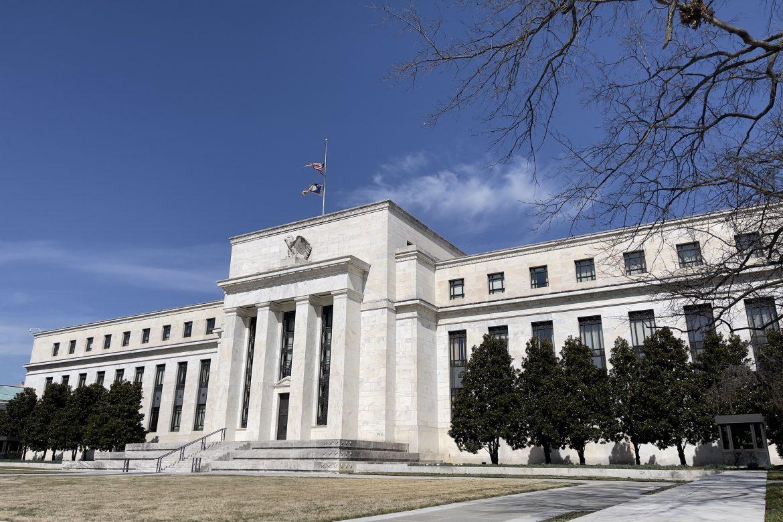 S&P alcanza nuevo récord y Wall Street termina estable