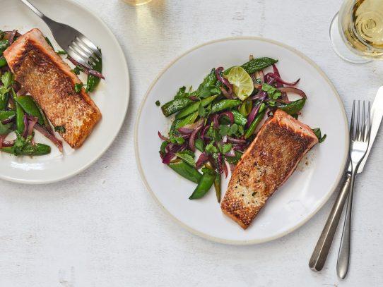 Un sartén, 30 minutos y un salmón primaveral superior