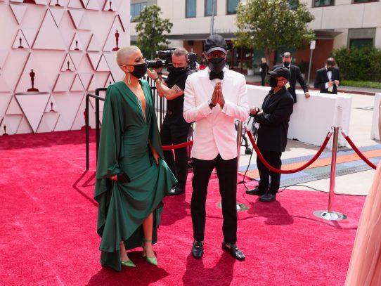 Las estrellas comienzan a llegar a la alfombra roja de unos Óscar únicos