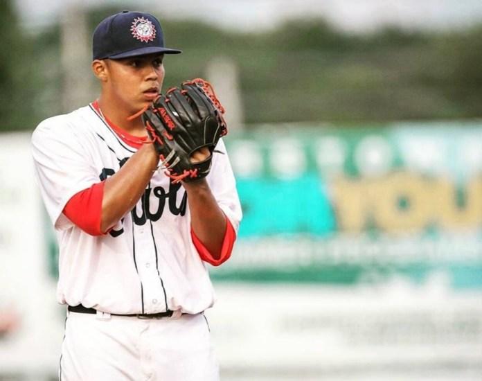 Panameño Stevens Fuentes es llamado por los Nacionales de Washington de las Grandes Ligas