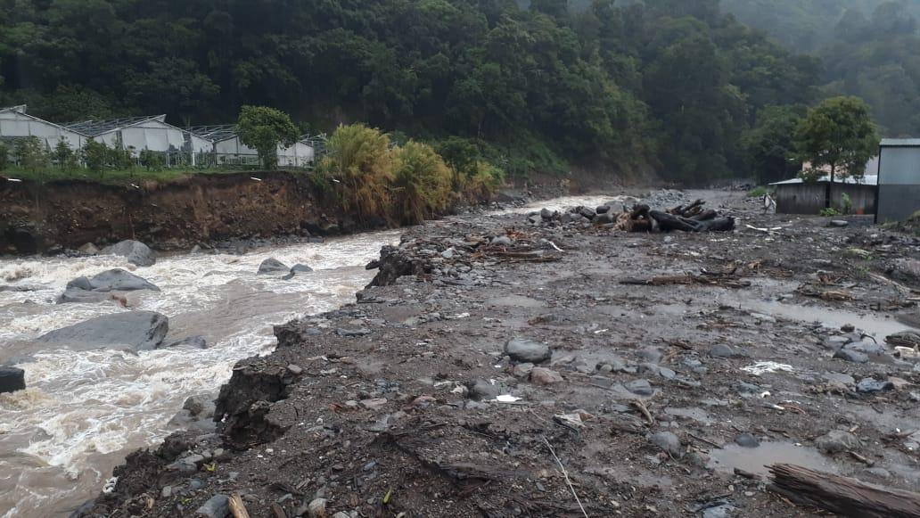 Más de mil personas en albergues y daños en unas 575 viviendas