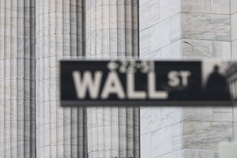 Después de alcanzar niveles récord, Wall Street bajó por tomas de beneficios