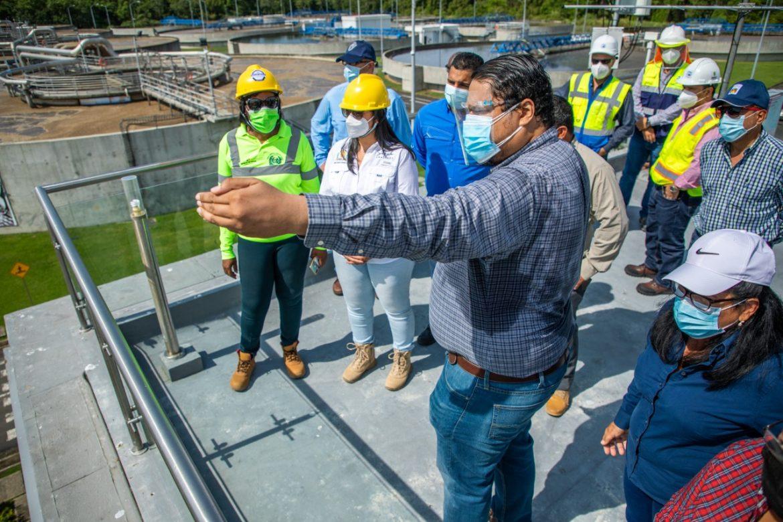 Autoridades verifican situación actual de obras para saneamiento de aguas residuales