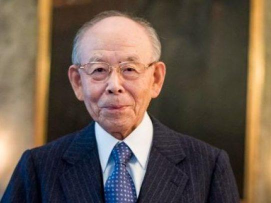 """Fallece científico japonés que recibió el Nobel por su """"revolucionaria"""" luz LED"""
