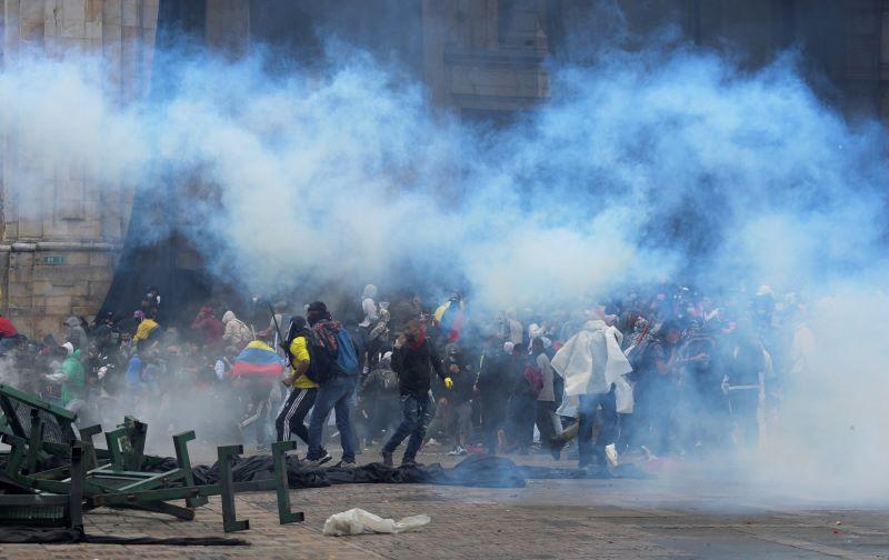 Masivas protestas contra reforma tributaria en Colombia desafían restricciones anticovid