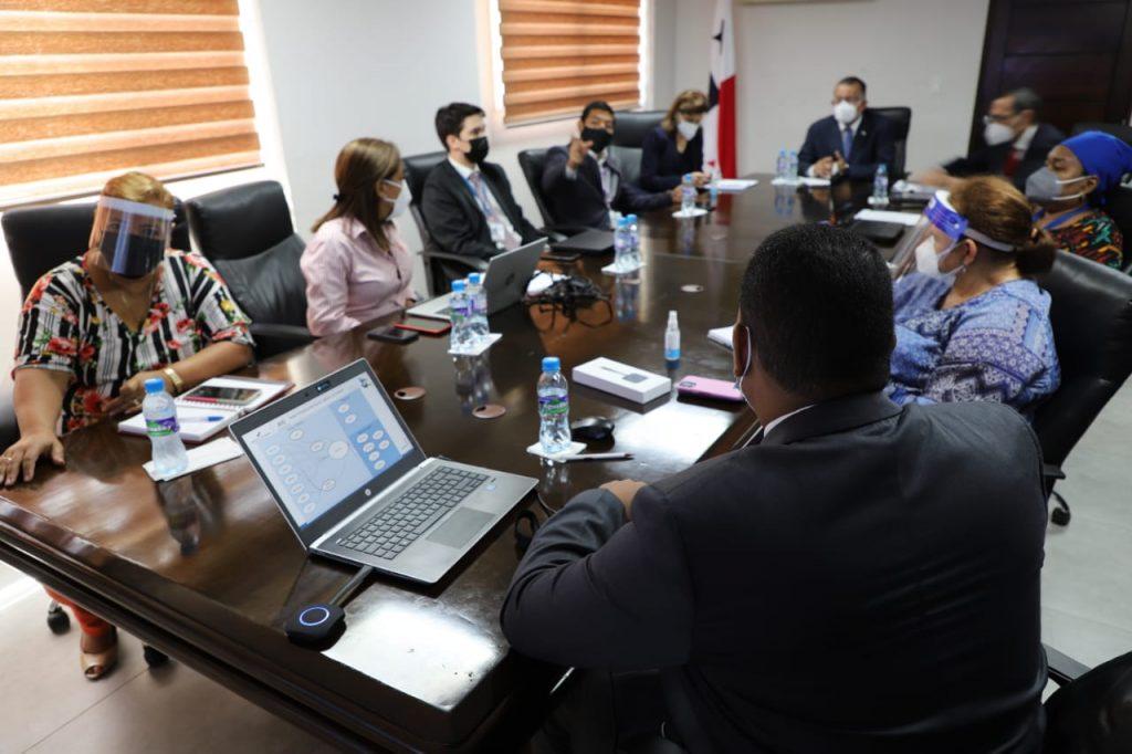 Panamá se prepara para implementar plataforma de comercio exterior y logística