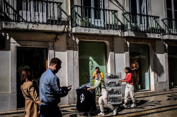 Tras seis meses de emergencia sanitaria, Portugal sale del coronavirus