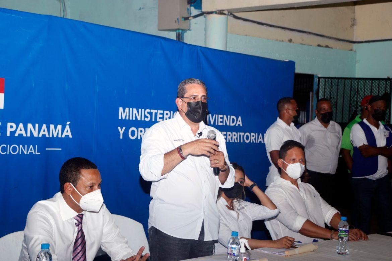 Ministro Paredes plantea alternativas para familias de edificio Capira