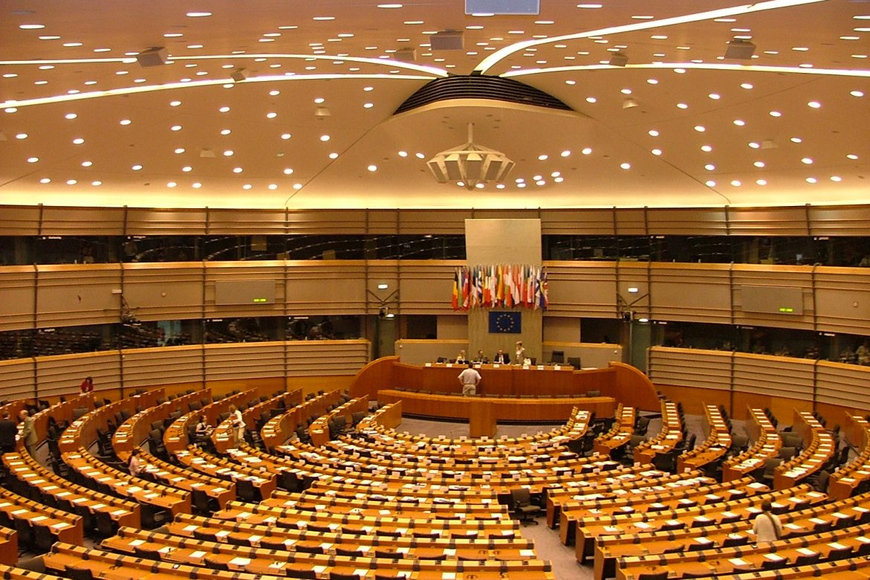 Europarlamento rechaza examinar acuerdo de UE con China si Pekín mantiene sanciones
