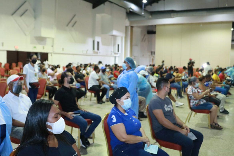 Docentes y administrativos de la UP son vacunados contra la Covid-19