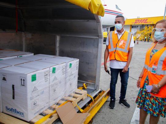 Panamá recibe 109,980 nuevas dosis de la Farmacéutica Pfizer