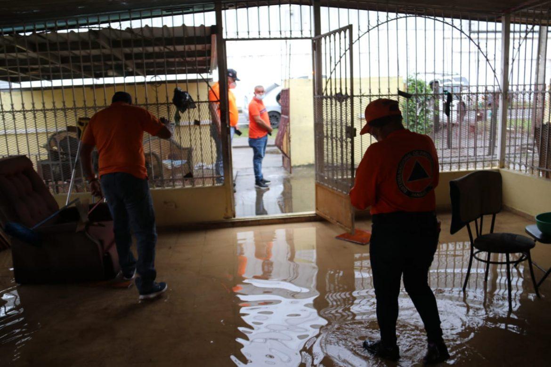 Obstrucción de alcantarillados provoca inundaciones en Juan Díaz