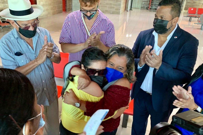 A bordo de avión presidencial, pacientes panameñas retornan al país