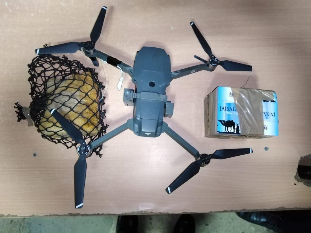 Decomisan dron con presunta droga en penal La Joya
