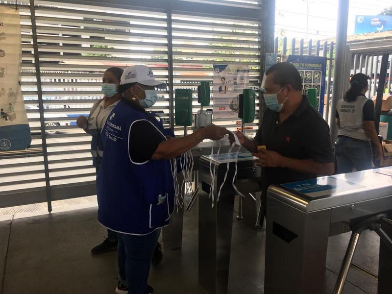 Personas se hacen pasar por funcionarios de salud en locales comerciales