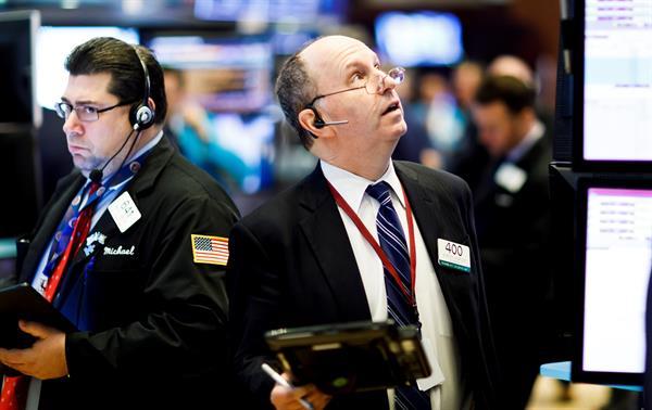Wall Street cerró con pérdidas en una tensa semana marcada por la inflación
