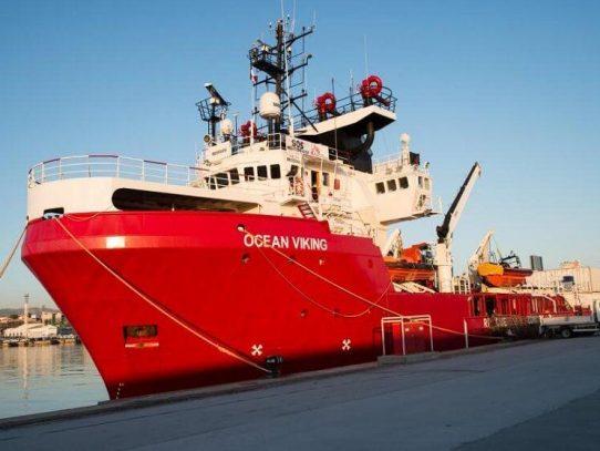 """El """"Ocean Viking"""" desembarca 236 migrantes en Sicilia"""