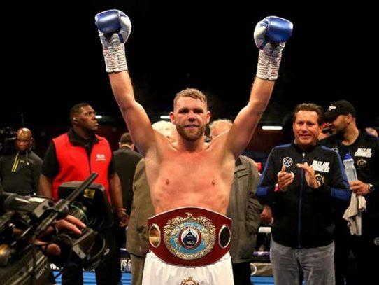 Saunders protesta por el ring del combate contra el mexicano 'Canelo' Álvarez