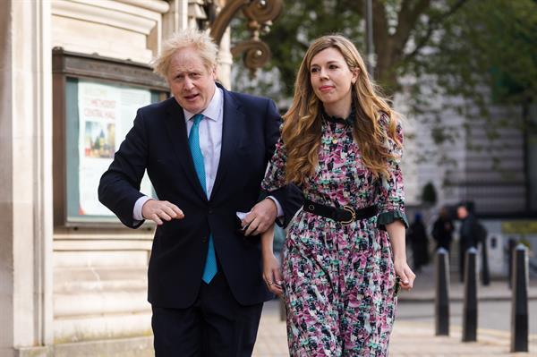"""Boris Johnson y su novia Carrie Symonds se casan """"en secreto"""""""